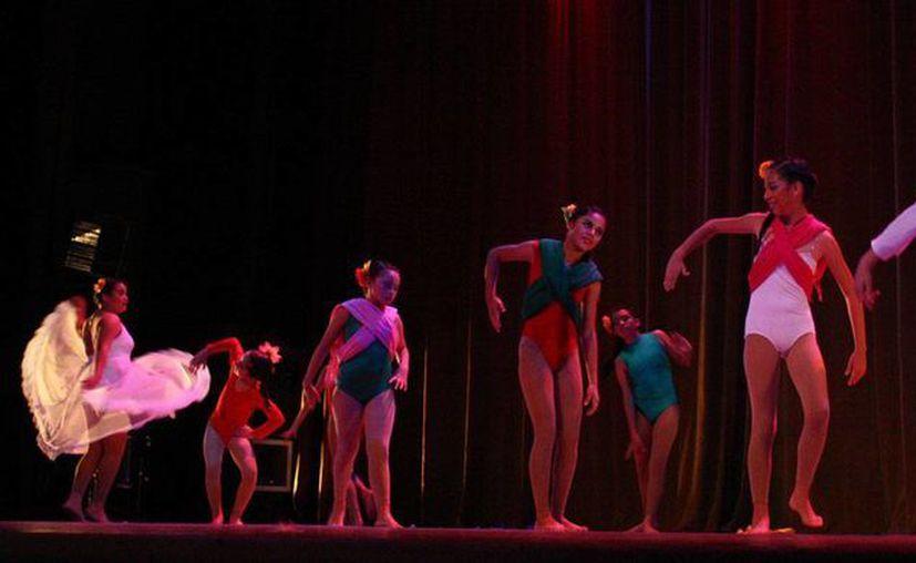 Con una gala cultural en el teatro Armando Manzanero cerraron los festejos del Cecuny. (Cortesía)