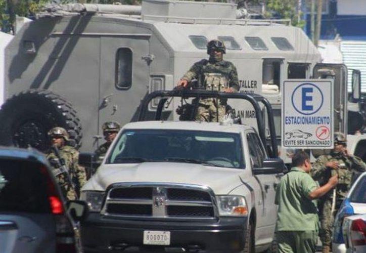 Elementos de seguridad que integran el Grupo Coordinación Guerrero implementaron un operativo de intervención en la Secretaría de Seguridad Pública de Acapulco. (Internet)