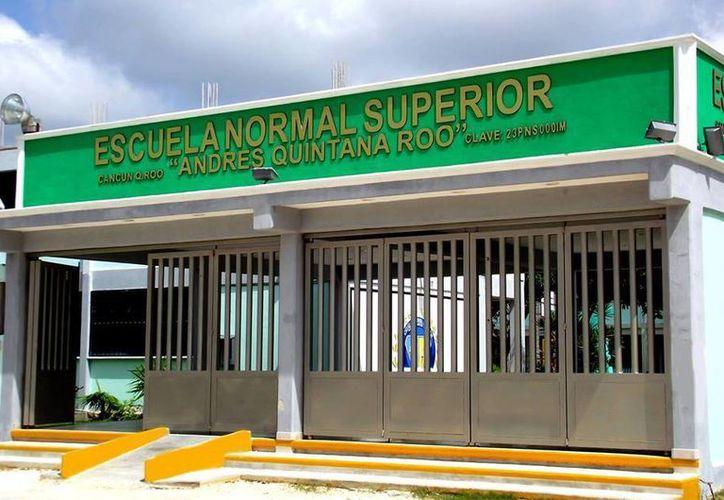 La escuela se encuentra en la avenida Chac Mool, entre las avenidas Talleres y Leona Vicario. (Facebook/Escuela-Normal-Superior-Andrés-Quintana-Roo)