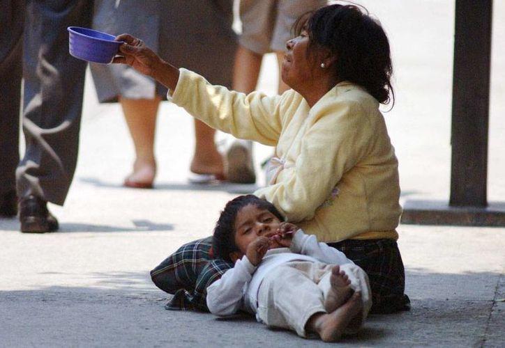 De acuerdo con un estudio de Coneval, 41.5 por ciento de las familias comandadas por mujeres sufre de pobreza y pobreza extrema. (Foto de contexto/noticias.starmedia.com)