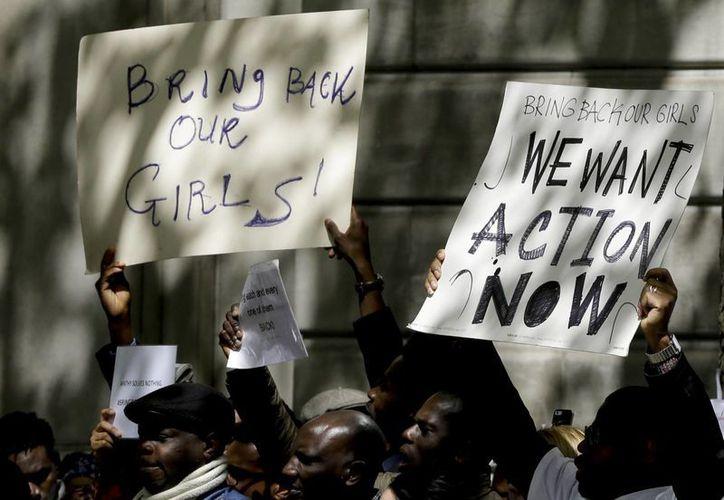 Un grupo de personas se manifestó ayer en Londres, Inglaterra, exigiendo la liberación de las más de 200 estudiantes secuestradas en Nigeria el pasado 14 de abril. (Foto: Kirsty WigglesworthAP)