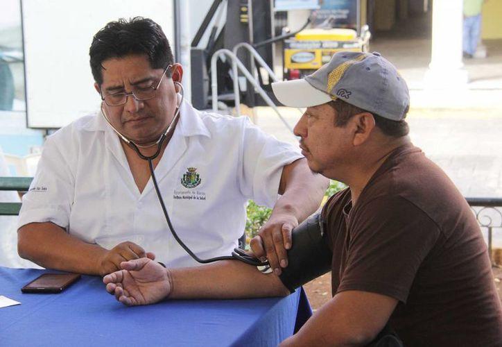 La Feria de la Salud se realizó este miércoles en la Plaza Grande. (SIPSE)