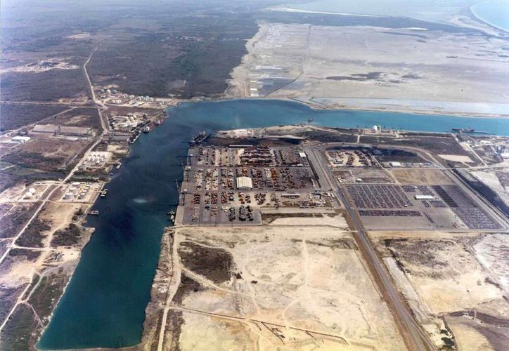 Vista aérea del puerto de Lázaro Cárdenas, Michoacán, actualmente bajo control de las fuerzas federales. (vanguardiace.com)