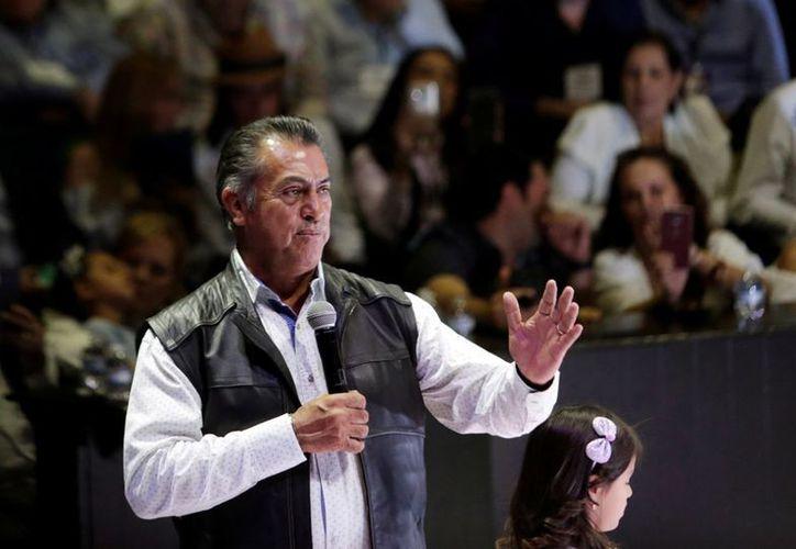 El candidato independiente, acudió con su familiar a ejercer su voto. (Alto Nivel)