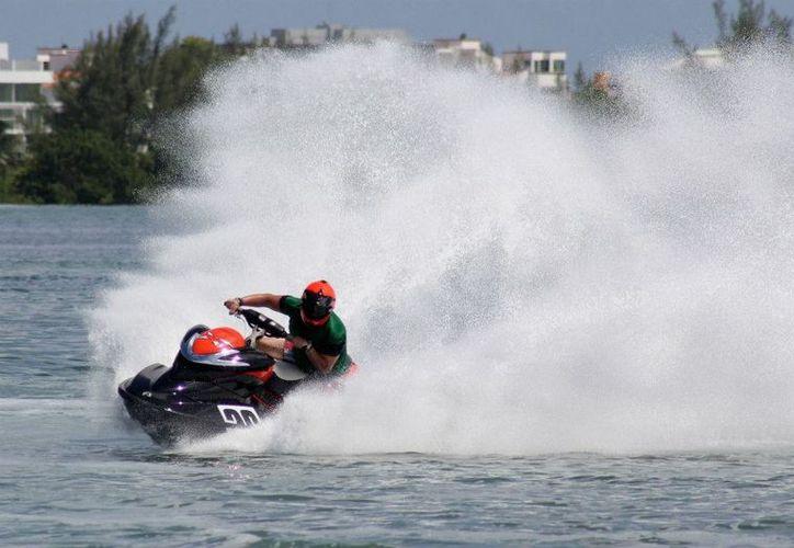 Los mejores exponentes de motos acuáticas tomarán parte del Gran Premio Campion México. (Raúl Caballero/SIPSE)