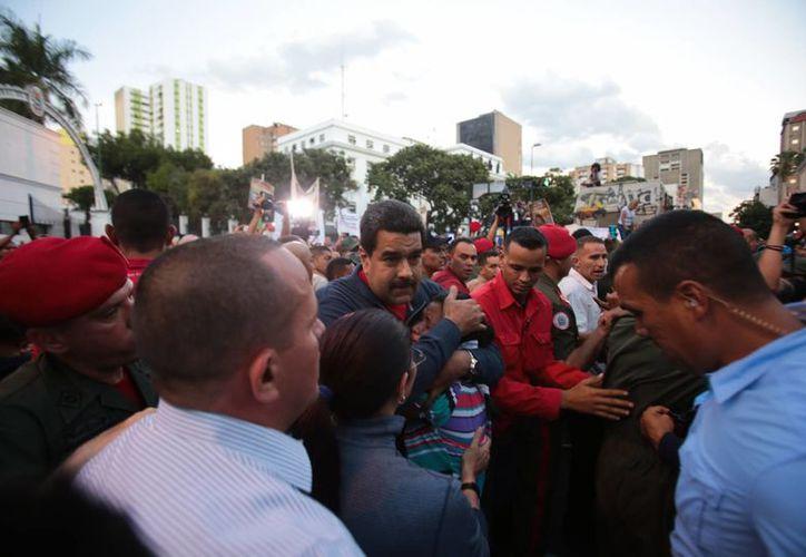 El presidente venezolano, Nicolás Maduro, reconoció que ciertos errores de su gestión ocasionaron que el oficialismo sufriera un revés en las urnas el pasado domingo. (EFE)