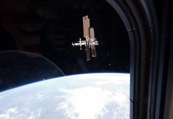 Imagen cedida por la NASA que muestra la Estación Espacial Internacional vista desde el transbordador Atlantis. (Archivo/EFE)