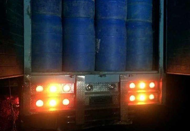 Decomisaron diversos vehículos usados para transportación del 'huachicol'. (Foto: Excélsior)