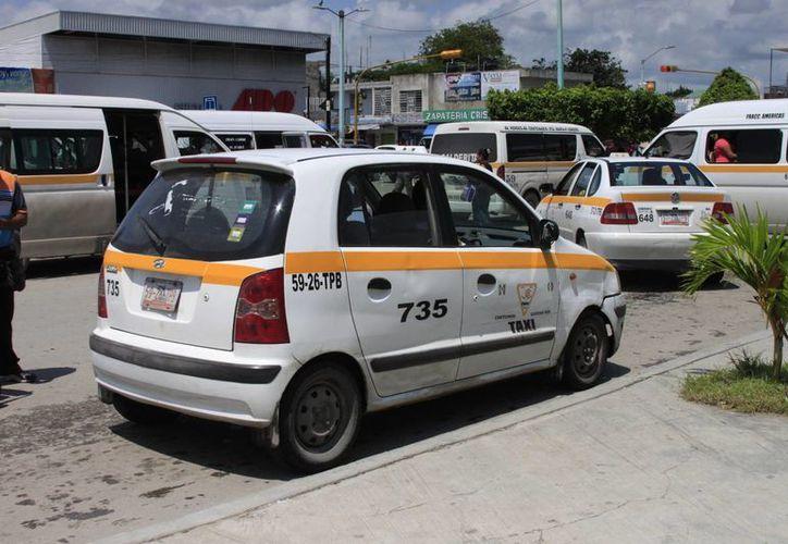 Los taxistas que sólo cuentan con esta fuente de ingresos mencionaron que para ellos es complicado tener un control de su actividad. (Harold Alcocer/SIPSE)