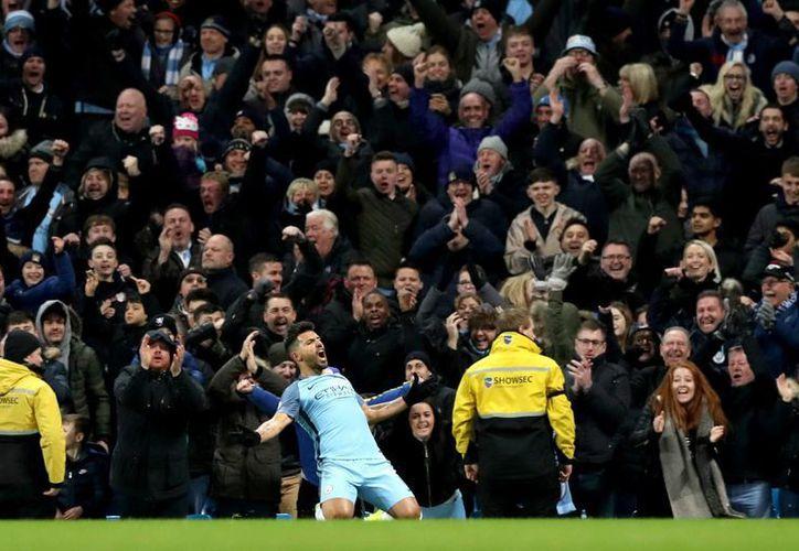 El argentino Serguio Agüero llegó a 153 goles para colocarse entre los tres máximos goleadores del Manchester City. (Fotos: AP)