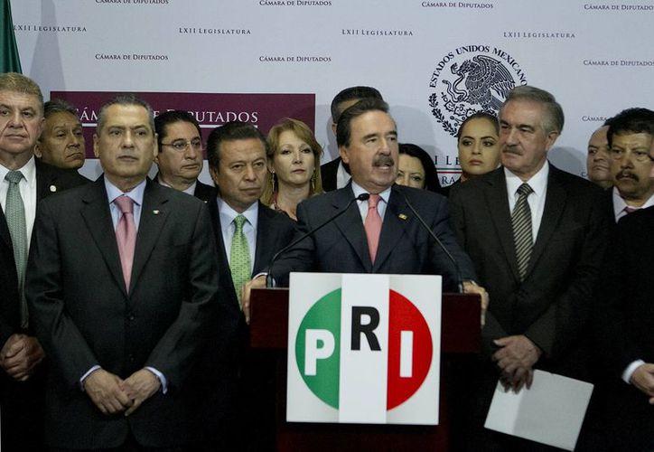 El líder del PRI en la Cámara Alta, Emilio Gamboa, dijo que 'aquí mandan los 128 senadores' respecto al deseo de Cuauhtémoc Cárdenas de no modificar la Constitución. (Archivo/Notimex)