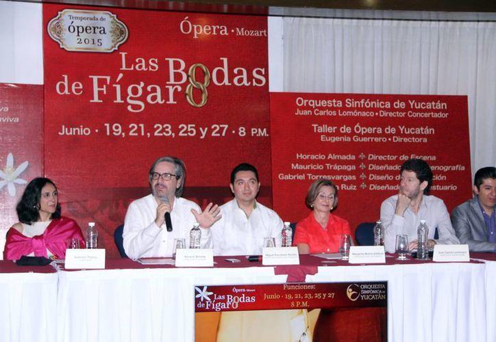 """Anuncio de la presentación de """"Las Bodas de Fígaro"""", ópera que se presentará en el Teatro Peón Contreras y que está compuesta por 9 cantantes. (SIPSE)"""