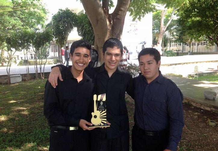 Los Troveros se llevaron el primer lugar en el certamen. (Milenio Novedades)