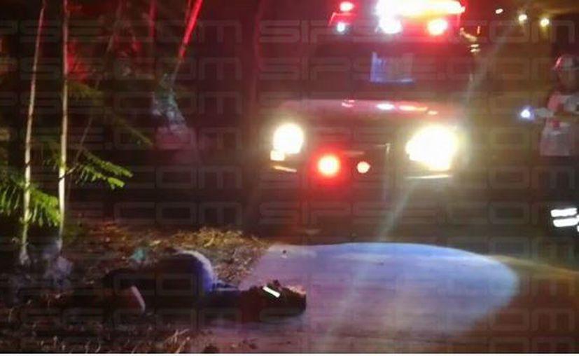 La ambulancia arribó al lugar de los hechos para trasladar al lesionado. (Foto: Irelis Leal)