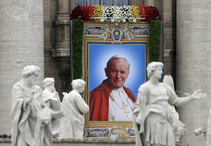 Cientos de miles de personas abarrotaron la Plaza de San Pedro, la Vía de la Conciliación y las cercanías del Vaticano. (AP)