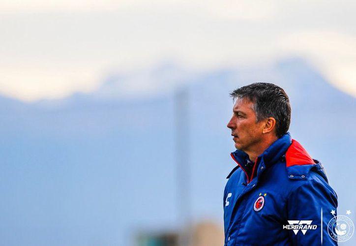 Siboldi, que no hace mucho fue campeón con Santos, hoy sale por la puerta de atrás de un descendido Veracruz (Foto: @LosSiboldis)
