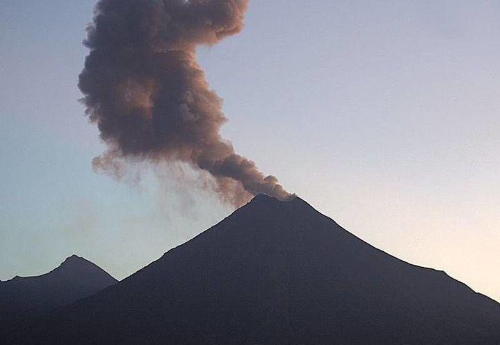 Desde hace unos días, el volcán ha tenido actividad presentando exhalaciones e incluso una pequeña explosión, el 8 de agosto. (@webcamsdemexico)