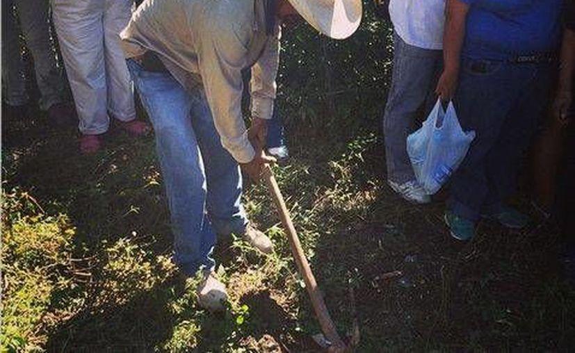 Siguen apareciendo más fosas clandestinas y más cadáveres de desaparecidos en Iguala, Guerrero. (milenio.com)