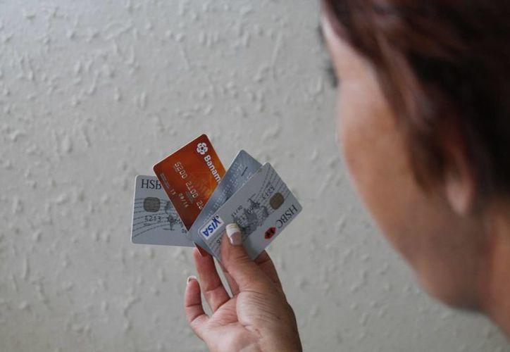 La seguridad básica de las tarjetas aún es un reto. (Israel Leal/SIPSE)