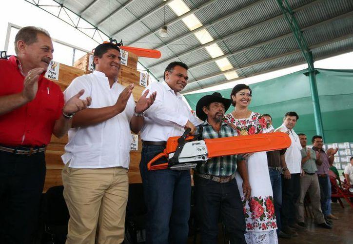 El Gobernador entregó material a productores de Tizimín, Buctzotz y Motul. (SIPSE)