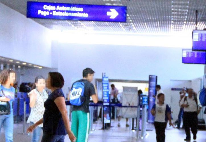 El Aeropuerto de Mérida es frecuente paso de 'ilegales' centroamericanos. Detienen a 20 indocumentados al no acreditar su estancia en México. (Milenio Novedades)