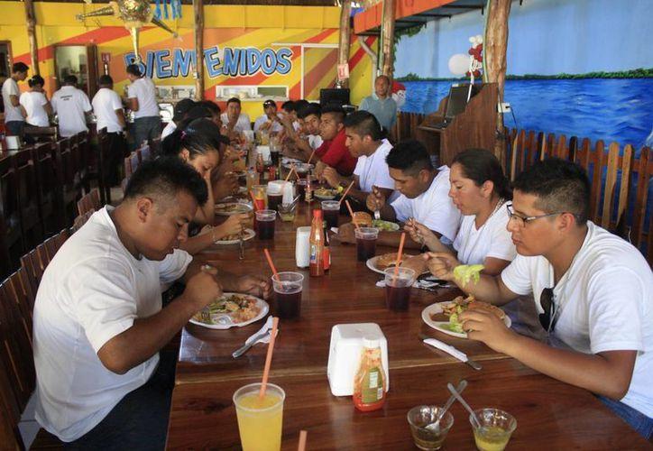 El sector restaurantero espera una derrama económica de 1.2 millones de pesos en cinco días. (Harold Alcocer/SIPSE)