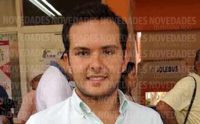Pablo Bustamante luego de emitir su voto. (Alejandro García/SIPSE)