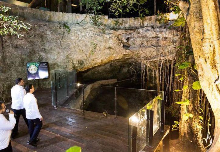 El Centro de Congresos Yucatán tiene hasta un cenote, en el que los visitantes podrán apreciar uno de los mayores atractivos turísticos de Yucatán. (Gobierno de Yucatán)