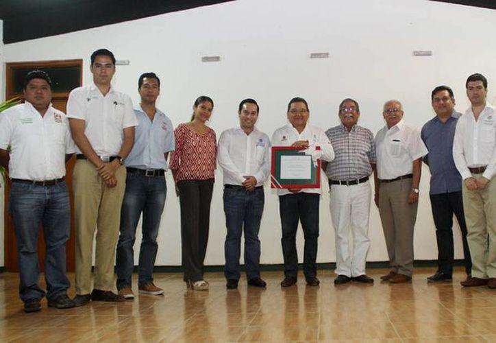 """El Colegio de Bachilleres de Cozumel se certificó a la institución como """"Escuela Verde"""". (Redacción/SIPSE)"""