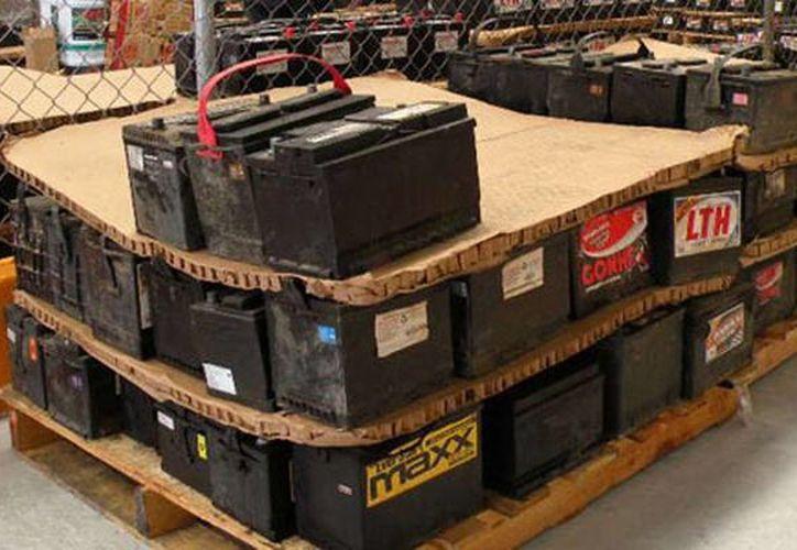 Debido a que en México los controles ambientales son menos estrictos que en EU se ha generado, en la última década, un aumento en el número de empresas recicladoras de baterías de plomo-ácido. (meloncoyote.org)