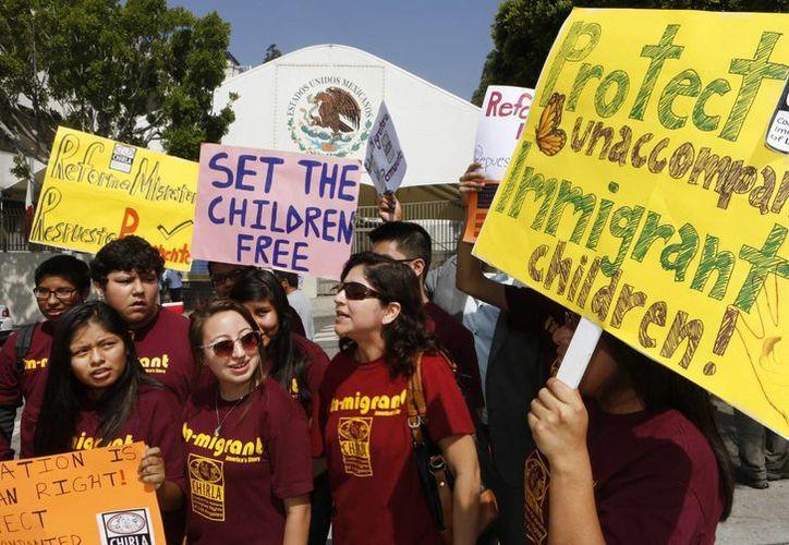 La Coalición por los Derechos Humanos de los Inmigrantes en Los Angeles pide al gobierno mexicano respetar los derechos humanos de los centroamericanos. (AP)