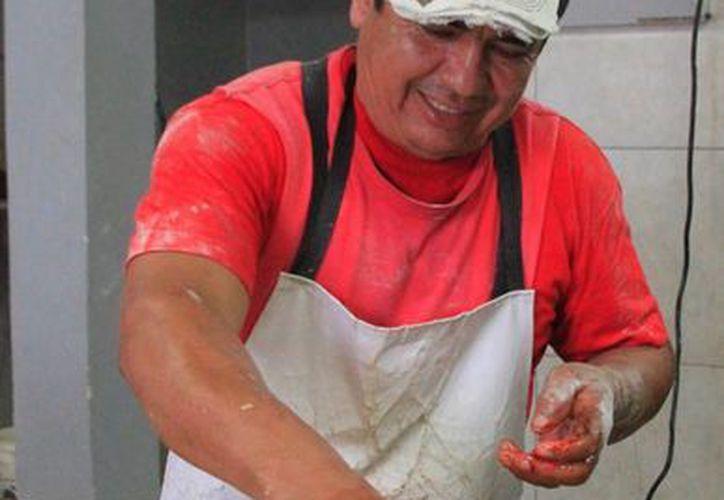 Las panaderías tradicionales registran pérdidas hasta del 50% en la venta de roscas de reyes. (Ángel Castilla/SIPSE)