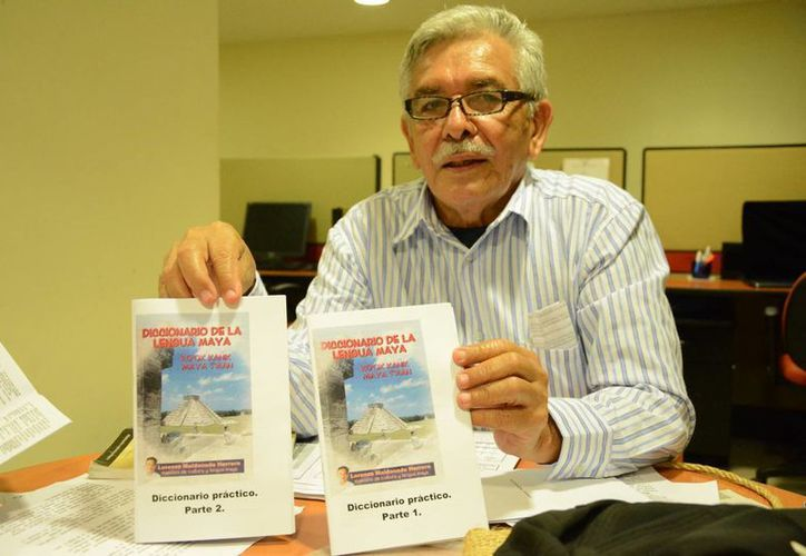 """El maestro de lengua maya Lorenzo Maldonado Herrera, promueve en Quintana Roo la edición de su más reciente creación el """"Diccionario Práctico de Lengua Maya"""". (Redacción/SIPSE)"""