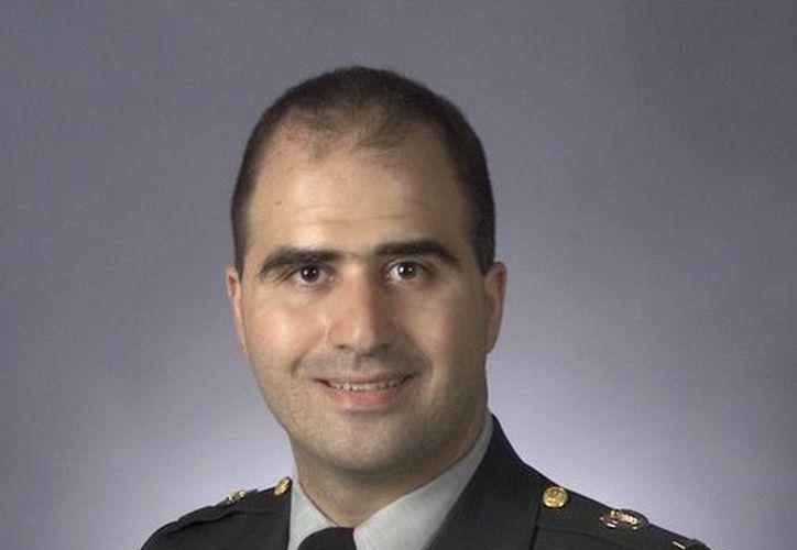 Fotografía de archivo sin fecha facilitada por la Universidad de Ciencias de la Salud de Los Servicios Uniformados del Gobierno de EU del comandante Nidal Malik Hasan. (Archivo/EFE)