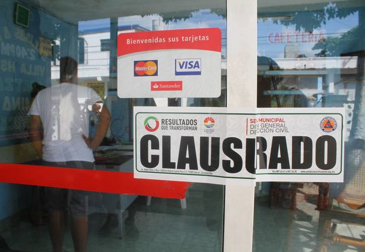 Autoridades colocaron el sello de clausurado.  (Sergio Orozco/SIPSE)