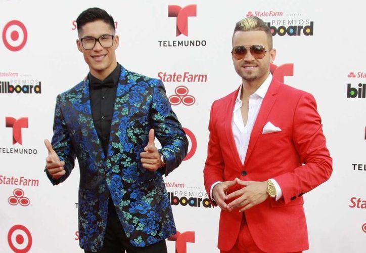 """""""Tú me quemas"""" es la segunda canción promocional de su más reciente álbum """"Chino y Nacho en concierto"""". (Archivo Notimex)"""