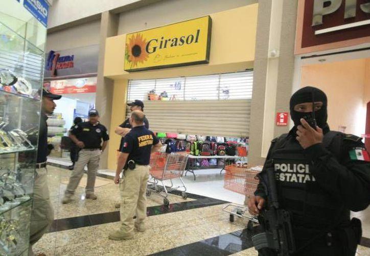 Las cámaras de vigilancia de un establecimiento en una plaza comercial de Mérida se consideraron importantes para el caso del asesinato de Felipe Triay Peniche. (Milenio Novedades)