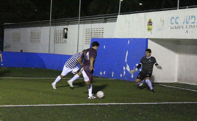 Amaranto FC, FC Nine-C y Colegio de Abogados, también ganaron sus respectivos duelos de la jornada. (Miguel Maldonado/SIPSE)