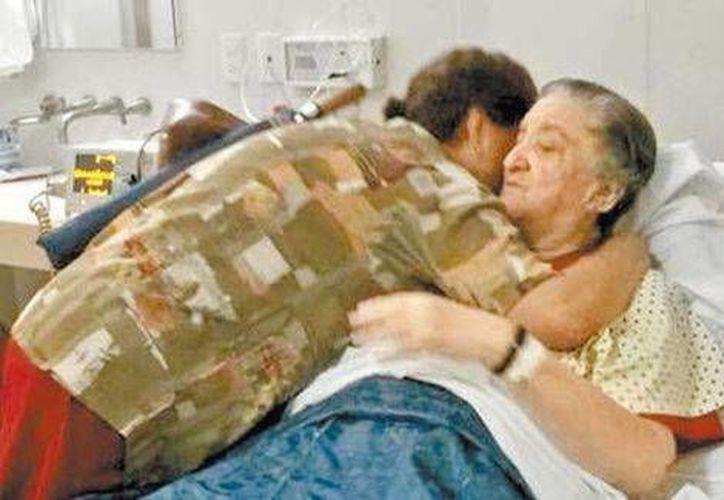 Hijos adoptivos y familiares de la octogenaria ingresaron al hospital donde convalece. (Milenio)
