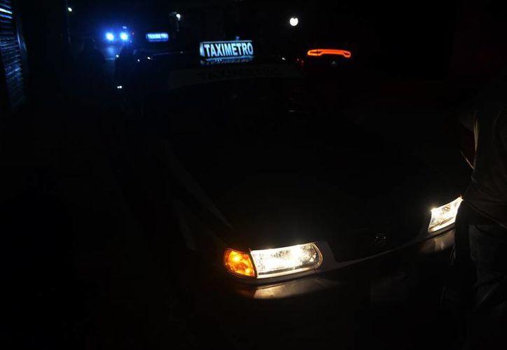 Una pareja de mujeres robó un taxímetro en Kanasín. La policía montó un operativo que abarcó el periférico de Mérida. (SIPSE)