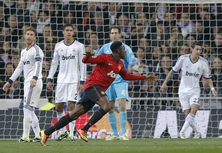 Welbeck (centro) celebra el gol con el que abrió el marcador al minuto 20. (AP)