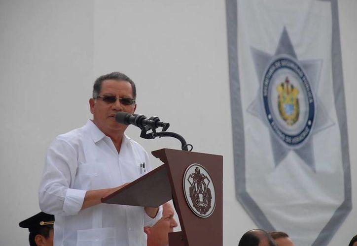 El lunes, el gobernador de Veracruz, Flavino Ríos, reconoció que ayudó a Javier Duarte a contar con un helicóptero, pero no sabía que había orden de aprehensión. (facebook.com/Flavino.Rios)
