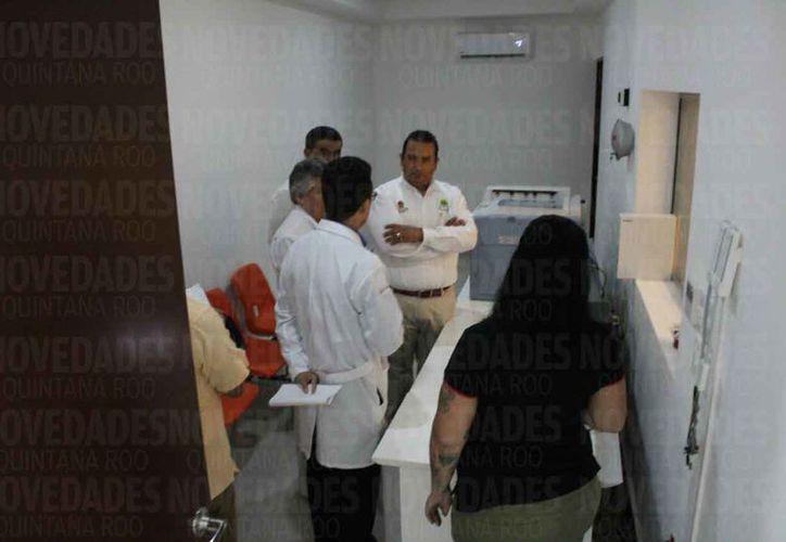 Las autoridades realizaron un recorrido en las instalaciones del hospital. (Daniel Pacheco/SIPSE)