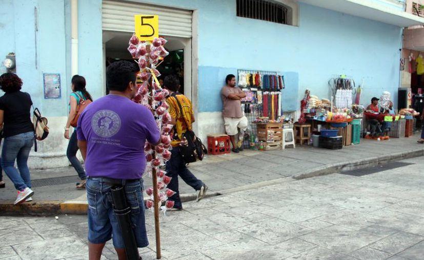 Los vendedores ambulantes podrán acceder a beneficios  como seguridad social, créditos para vivienda y consumo, así como de financiamiento. (Milenio Novedades)
