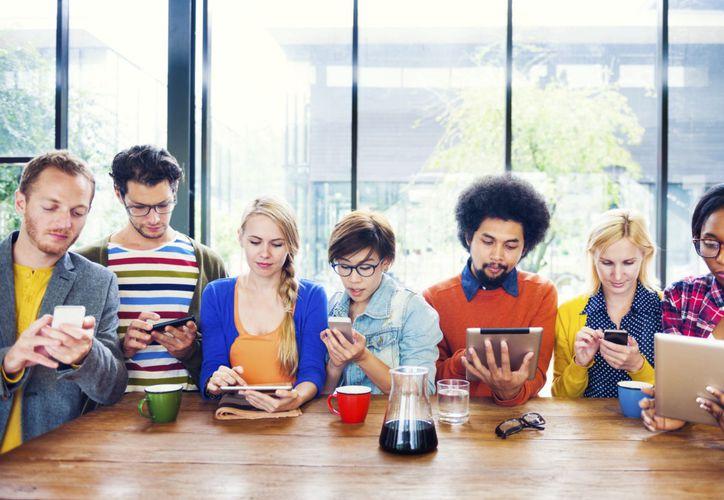 La generación 'millennials', está formada por los jóvenes que llegaron a su vida adulta con el cambio de siglo. (Foto: Medium)