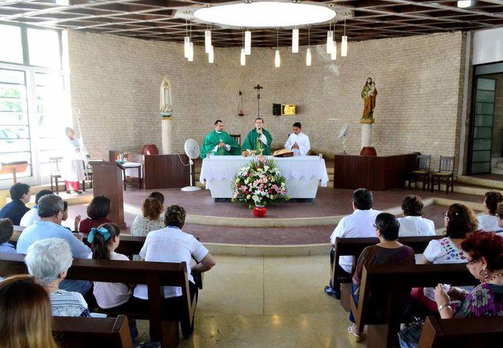 Mons. Gustavo Rodríguez Vega presidió la misa de la Expo Apostolado, en la Casa de la Cristiandad. (Milenio Novedades)