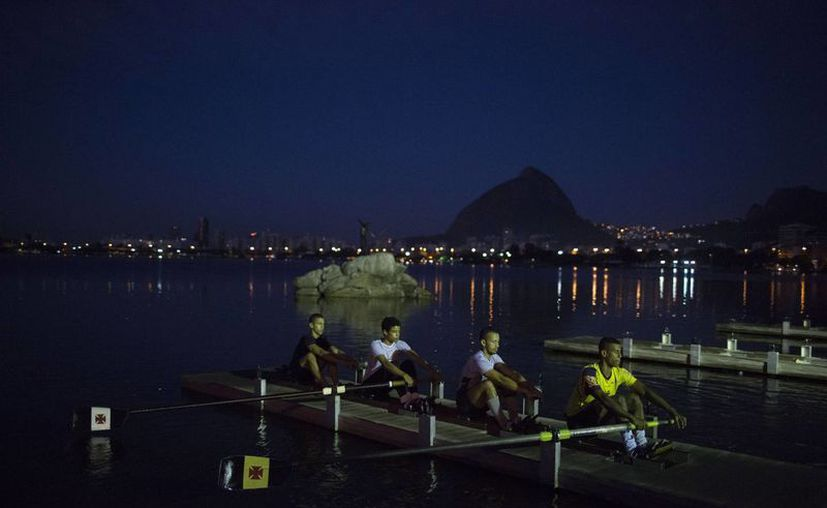La seguridad es uno de los temas más importantes a un año de que se realicen los Juegos Olímpicos de Río de Janeiro. Se dice que se utilizarán 85 mil efectivos. En la foto, el lago Rodrigo de Freitas, en Rio de Janeiro. (Foto: AP)