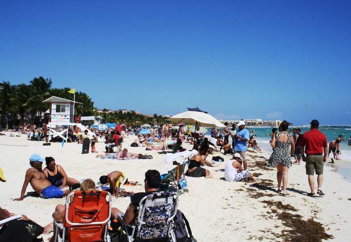 Las buenas condiciones meteorológicas atrajeron a miles de visitantes a las playas de la Riviera Maya este fin de semana. (Octavio Martínez/SIPSE)