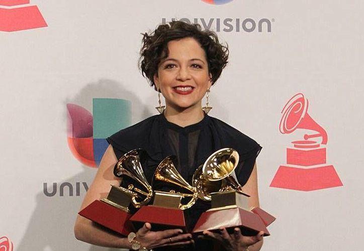 Las nominaciones a los premios Grammy Latino se anunciarán el 21 de septiembre. En la foto, Natalia Lafourcade, una de las más ganadoras en la edición anterior. (excelsior.com.mx)
