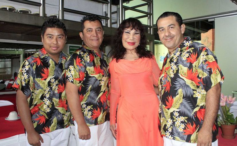 Lyn May llega al destino turístico acompañada de la agrupación Salsa Power. (Sergio Orozco/SIPSE)